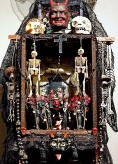 Shrine by Laurie Beth Zuckerman. Halloween 2018, Voodoo Halloween, Halloween Crafts, Halloween Decorations, Voodoo Party, Day Of The Dead Art, Mystique, Arte Popular, Assemblage Art