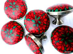 red flower knobs, since the countertop is green (poor, unfortunate me) Red Cabinets, Green Kitchen Cabinets, Diy Kitchen, Kitchen Ideas, Drawer Pulls And Knobs, Knobs And Handles, Cupboard Door Knobs, Cabinet Knobs, Red Bathroom Accessories