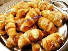 ΤΥΡΟΠΙΤΑΚΙΑ τραγανά και εύκολα της στιγμής.. Ιδανικά και για παιδικό πάρτι!! Greek Recipes, Pretzel Bites, Tart, Food And Drink, Pie, Bread, Vegetables, Cooking, Pie And Tart