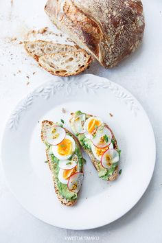 avocado egg bread