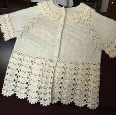 Baby cardigan :: knitting and crochet Knitting For Kids, Baby Knitting Patterns, Baby Patterns, Baby Pullover, Baby Cardigan, Hand Crochet, Crochet Lace, Diy Crafts Crochet, Baby Vest