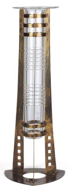 GUSTAVE SERRURIER BOVY (1858-1910)Vase en cristal Support en laiton et cuivre rouge. Dessiné en 1904. Edition de 100 exemplaires en 1986 par Val Saint Lambert. H_40,8 cm