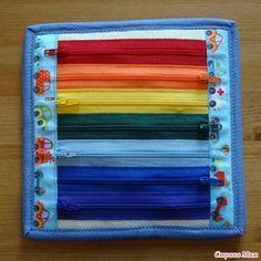 С обратной стороны - радуга из молний. В каждой молнии - пуговка соответствующего цвета. Источник: http://www.stranamam.ru/post/12625355/