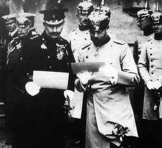 O rei George V (dir.) e o kaiser Guilher II (esq.)