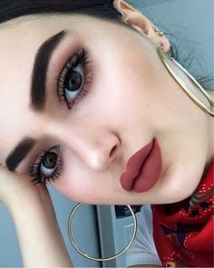 Whenever you do eye makeup, make your eyes look brighter. Your eye make-up must make your eyes stand apart amongst the other functions of your face. Glam Makeup, Makeup Inspo, Makeup Inspiration, Glamorous Makeup, Makeup Trends, Makeup Style, Hair Makeup, Make Up Tutorial Contouring, Makeup Tutorial Eyeliner
