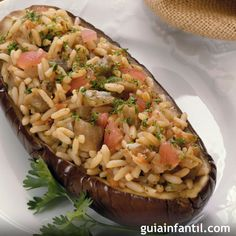 Berenjenas rellenas de arroz y verduras, receta vegetariana - Recetas: Verduras - Recetas Facile Vegetarian Cooking, Vegetarian Recipes, Cooking Recipes, Healthy Recipes, Cooking Turkey, Healthy Snacks, Healthy Eating, Eggplant Recipes, Vegan Eggplant