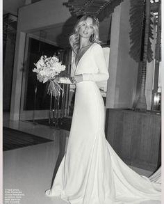 wedding dress Blown away with this inspired bride Wedding Trends, Boho Wedding, Wedding Styles, Wedding Ideas, Photographie Portrait Inspiration, Dream Wedding Dresses, 70s Wedding Dress, Wedding Goals, Bridal Style