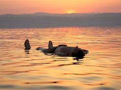 Disfrutando del Mar Muerto, Jordania | Insolit Viajes