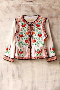 Hungarian Embroidery, Folk Embroidery, Learn Embroidery, Modern Embroidery, Embroidery Patterns, Teen Fashion, Boho Fashion, Jacket Style Kurti, Batik Kebaya