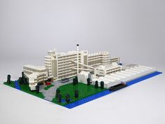 Van Nelle Factory (Van Nellefabriek) a large Modernist Facotry in Rotterdam by architects J.A. Brinkman and L. C. van der Vlugt.  LEGO model by Hans Flier.