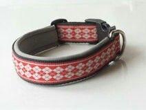Hundehalsband nach Maß - gefertigt aus schwarzem Gurtband, grauem Neopren und einer rot-weißes Borte. Preis: 16,95 € Shop-Link: http://leinenspezi.de/shop/#h=1618-1397499205013