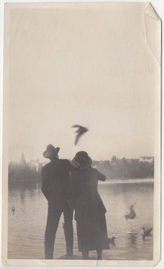 Old Pictures, Old Photos, Vintage Photographs, Vintage Photos, Paradis Sombre, Vintage Theme, Photomontage, White Photography, Aesthetic Pictures