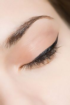 Do you find it hard to apply eyeshadow to your hooded lids? We have all the tips you need…