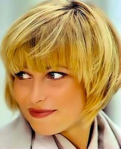 Gallery of short classic hairstyles. Picture 23 from the third section.