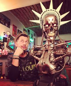 America ... Made of steel 🤖  #america #steel #punitive #duty #makeamericagreatagain #trump #terminator #arnoldschwarzenegger #artistlife #artist #artgallery #nerd #nerdstuff #geek #collector #limitededition #limited #skull #replica #sideshow #usa