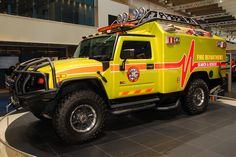 It's ratchet from transformers Hummer H3, American Ambulance, Aigle Animal, Transformers Cars, Emergency Medical Services, Emergency Response, Pt Cruiser, Rescue Vehicles, Expedition Vehicle
