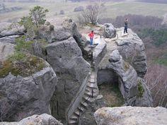 Drábské světničky Cambodia Travel, Rock Hill, Travelling Tips, Czech Republic, Mount Rushmore, Travel Destinations, Rocks, Mountains, Nature
