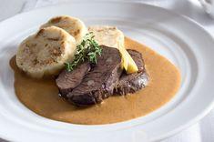 Jelení kýta na smetaně | Apetitonline.cz Thing 1, Steak, Food And Drink, Menu, Cooking, Recipes, Cook Books, Food, Menu Board Design