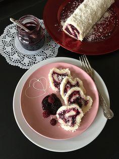 Gyümölcsös-kókuszos tekercs - ÍZcsiklandozó Plated Desserts, Waffles, Food And Drink, Tasty, Sweets, Cooking, Breakfast, Cakes, Kitchen
