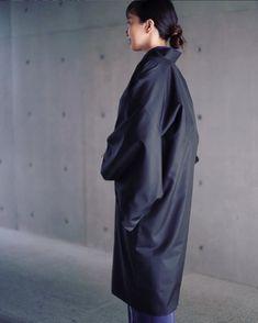 大島紬で制作しました。 裏には、南蛮七宝の襦袢を使った裏で魅せるコートのつもりでしたが、表地の光沢だけでも充分周りの方々の目を惹いていました。 Kimono, Normcore, Style, Fashion, Swag, Moda, Fashion Styles, Kimonos, Fashion Illustrations