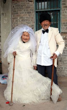 :) This is 101-year-old Wu Conghan, posing with his 103-year-old bride, Wu Sognshi, for their first wedding photo.