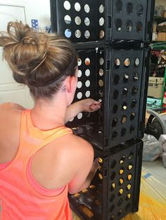 Ketchin' Up With Miss Riley: HOW TO: DIY Crate Benches Milk Crate Bench, Milk Crate Shelves, Milk Crate Furniture, Milk Crate Storage, Diy Storage Boxes, Crate Bookshelf, Diy Furniture, Crate Crafts, Diy Crafts