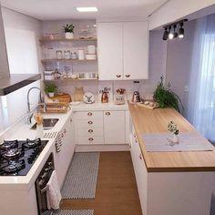 Por aqui na paz da cozinha limpinha. pq por mais que vcs duvidem, essa cozinha fica a maior parte… Kitchen Room Design, Home Room Design, Modern Kitchen Design, Home Decor Kitchen, Interior Design Kitchen, Kitchen Furniture, Home Kitchens, Small Modern Kitchens, Kitchen Models