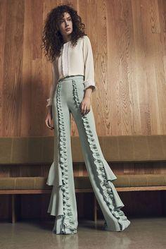 Alexis ruffle pants and top - Hosen Look Fashion, Fashion Pants, High Fashion, Fashion Show, Fashion Dresses, Fashion 2020, Couture Fashion, Runway Fashion, Womens Fashion
