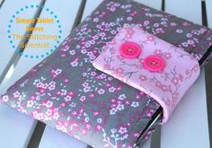 I love quick sewing projects! Here is a 30 minute tablet sleeve I made for my Ipad Mini. Its a simple cushioned case with a Velcro strap closure. I am not exaggerating when I say 30 minutes. Taking the pictures took way more time than the actual project. Fabric Crafts, Sewing Crafts, Sewing Projects, Sewing Patterns Free, Free Sewing, Bag Patterns, Free Pattern, Sewing Hacks, Sewing Tutorials