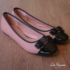 Avanel, flats shoes dengan desain berlapis dan berkesan minimalis dengan aksen pita dan bahan kulit menkilap pada ujung sepatu. So sweet! Detai sepatu : • Warna Pink • Ukuran 35-41 • Harga 229,900  Order via : Website : www.lesfemmes.co.id SMS / WA : 081284789737 Email : care@lesfemmes.co.id  Happy shopping!