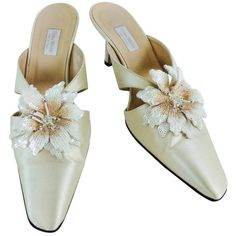 Preowned Vera Wang Champagne Silk Sequin Flower Wedding Shoes (€210) ❤ liked on Polyvore featuring shoes, beige, vera wang shoes, champagne bridal shoes, high heel mules, mule shoes and sparkly shoes