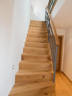 Faltwerktreppe in Eiche The Effective Pictures We Offer You About deck Stairs A quality picture can tell you many things. Floating Staircase, Modern Staircase, Staircase Design, Railing Design, Glass Handrail, Frameless Glass Balustrade, Concrete Stairs, Wooden Stairs, Painted Stairs