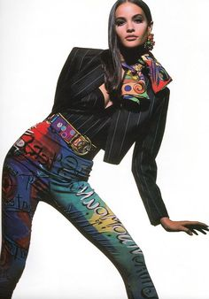 Gianni Versace Fashion Show Spring/Summer 1991 Gianni Versace Fashion Show Spring/Summer Fashion Guys, 80s And 90s Fashion, Fashion Poses, High Fashion, Fashion Show, Fashion Design, Donatella Versace, Gianni Versace, Atelier Versace