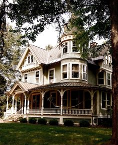 """Queen Anne Victorian Cooperstown, NY, Ornate """"Gingerbread"""" detailing"""