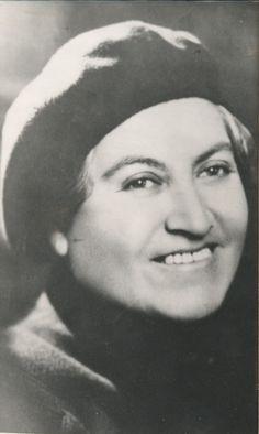 Gabriela Mistral (Chile, 1889-1957). Premio Nobel de Literatura en 1945. Gabriela Mistral fue una de las poetas más notables de la literatura chilena e hispanoamericana. Se le considera una de las principales referentes de la poesía femenina universal y por su obra obtuvo en 1945 el primer Premio Nobel de Literatura para un autor latinoamericano.