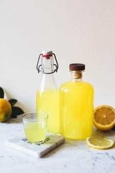 How to make homemade limoncello? Italian Limoncello Recipe, Homemade Limoncello, Limoncello Cocktails, Italian Drinks, Lemon Cheese, No Churn Ice Cream, Refreshing Cocktails, Lemon Recipes, How To Make Homemade