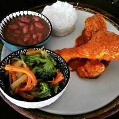 Plat cuisiné de la Réunion, élaboré à partir de produits frais. Plat proposé par le foodtruck réunionnais Goutali basé à Banyuls dels Aspres (66) Palak Paneer, Ethnic Recipes, Food, Kitchens, Traditional Kitchen, Fresh, Chicken, Home Made, Cooking Recipes