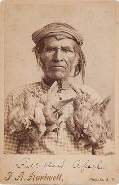 "Фото F. A. HARTWELL. Надпись ""Full Blood Apache"",  штамп студии ""Phoenix, A.T.""  ""American Indian, Pre-Columbian & Tribal Art Signature Auction"", Даллас. 10 мая 2013."