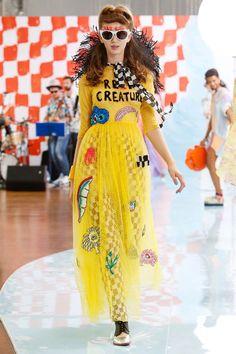 Tsumori Chisato Spring 2018 Ready-to-Wear Fashion Show Collection Fashion 2018, Live Fashion, Runway Fashion, Womens Fashion, Fashion Trends, Style Fashion, Issey Miyake, Arte Pop, Fashion Show Collection