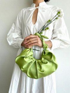 Diy Fashion, Fashion Bags, Cotton House, Diy Handbag, Purse Styles, Diy Hair Accessories, Green Satin, House Dress, Bronze Age