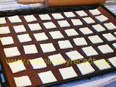 Tvarohové polštářky – Maminčiny recepty Griddle Pan, Food, Grill Pan, Meal, Eten, Meals
