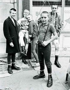 Love me, love my docs. 50 years of Dr Martens Mode Skinhead, Skinhead Fashion, Punk Fashion, Skinhead Style, Skinhead Clothing, Tribal Fashion, Dr. Martens, Martens Style, Skin Head