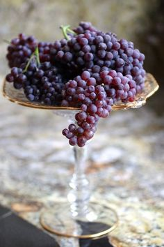 Find images and videos about fruit and grapes on We Heart It - the app to get lost in what you love. Fruits And Vegetables, Fresh Fruit, Wines, Food Photography, Brunch, Food And Drink, Tasty, Delicious Fruit, Snacks