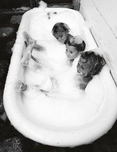 Certains souvenirs d'enfance sont universels... (photo Amber Mozo)