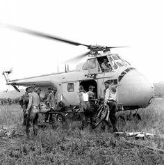 Evacuación sanitaria de los primeros heridos de Diên Biên Phu por helicóptero Sikorsky S-55 / H-19 - 20 de Noviembre de 1953