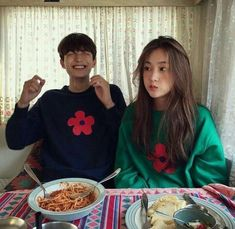 Ideas vintage retro photography couple for 2019 Korean Best Friends, Boy And Girl Best Friends, Ulzzang Korean Girl, Ulzzang Couple, Retro Photography, Couple Photography, Fashion Photography, Cute Relationship Goals, Cute Relationships