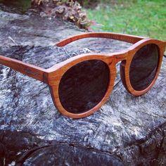 Handmade ITALIAN DESIGN  Frame material: WOOD  Bamboo case: INCLUDED  Lenses material: CR39 POLARIZED (UV400)  Lenses color: BLACK