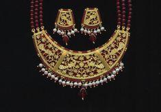 Thewa Art & Jewellery by Raj Soni of Pratapgarh(Rajasthan) Gold Jewelry Simple, Stylish Jewelry, Fashion Jewelry, Antique Jewellery Designs, Gold Jewellery Design, Designer Jewelry, Pendant Jewelry, Jewelry Necklaces, Rajputi Jewellery