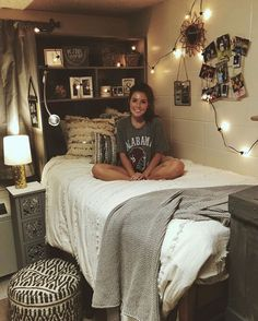 love this boho dorm room! So many cute parts of it insta- love this boho dorm room! So many cute parts of it insta- – College Bedroom Decor, Boho Dorm Room, Cute Dorm Rooms, Room Ideas Bedroom, College Dorm Rooms, Cool Rooms, Bed Room, Bedroom Apartment, Girl Dorm Rooms