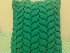 Jaqueline Alves: Almofadas em Capitonê Smocking Patterns, Fashion Vocabulary, Dress Neck Designs, Cushions, Pillows, Sewing For Beginners, Merino Wool Blanket, Gabriel, Macrame